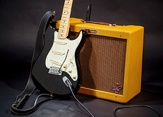 Fender lancia la chitarra e l'amplificatore di The Edge